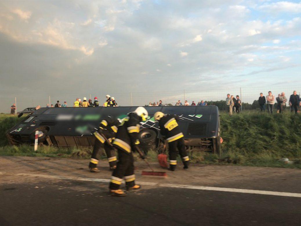 Na łódzkim odcinku autostrady A2 przewrócił się autobus z Ukraińcami