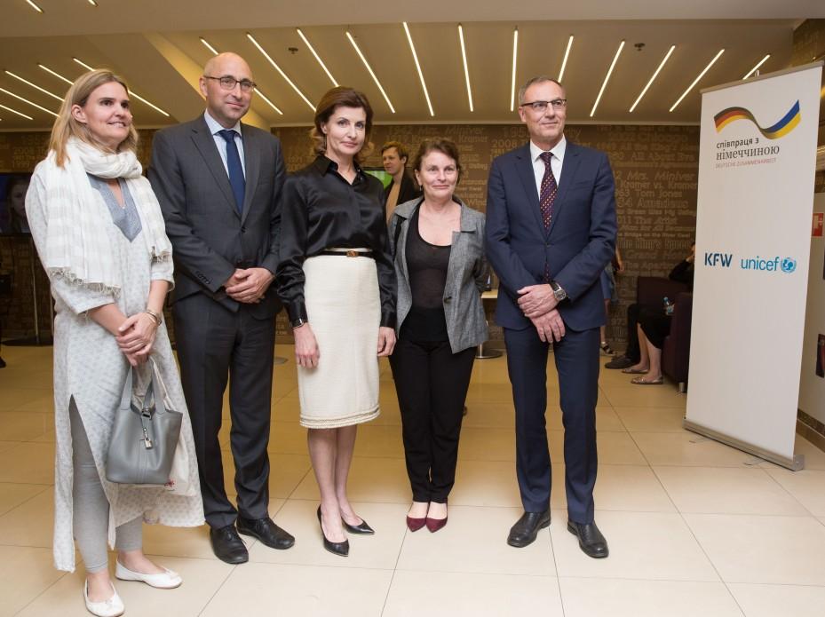 Марина Порошенко відвідала показ документального фільму «Як тебе звати?» про дітей-переселенців
