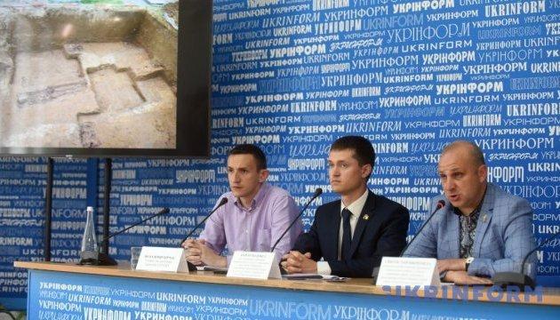 Хто похований під зруйнованим пам'ятником воякам УПА у Грушовичах?