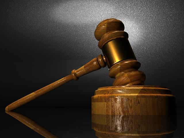 Сікорський та Енн Аппелбаум програли у суді з Качинським