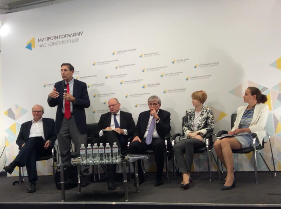 Дискусія на тему «Ціна Кремлівської агресії в Україні: матеріальний вимір».