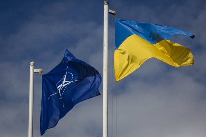Єнс Столтенберґ запросив Петра Порошенка на липневий саміт НАТО