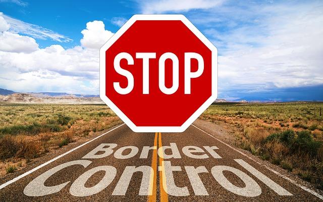 Чоловік намагався нелегально перевезти іноземців через польський кордон