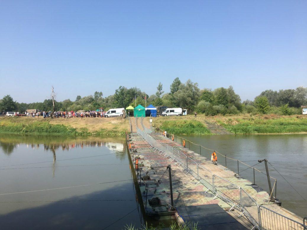 Тимчасовий пункт пропуску на україно-польському кордоні. Щоправда, тільки на чотири дні