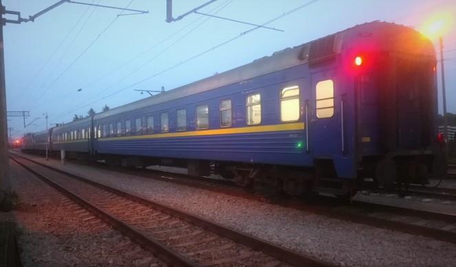 Провідників потяга Одеса-Перемишль двічі зловили на контрабанді цигарок