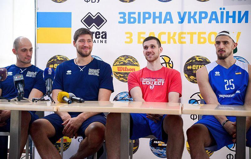 Понад три сотні фанів відвідали автограф-сесію збірної України