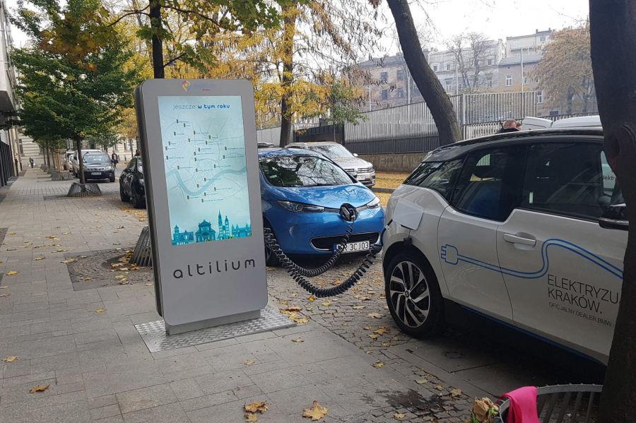 У центрі Кракова відкрили першу зарядну станцію для електромобілів