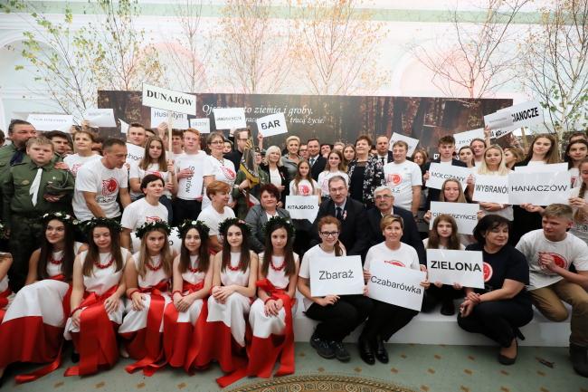 1300 волонтерів з Польщі упорядкували польські цвинтарі в Україні