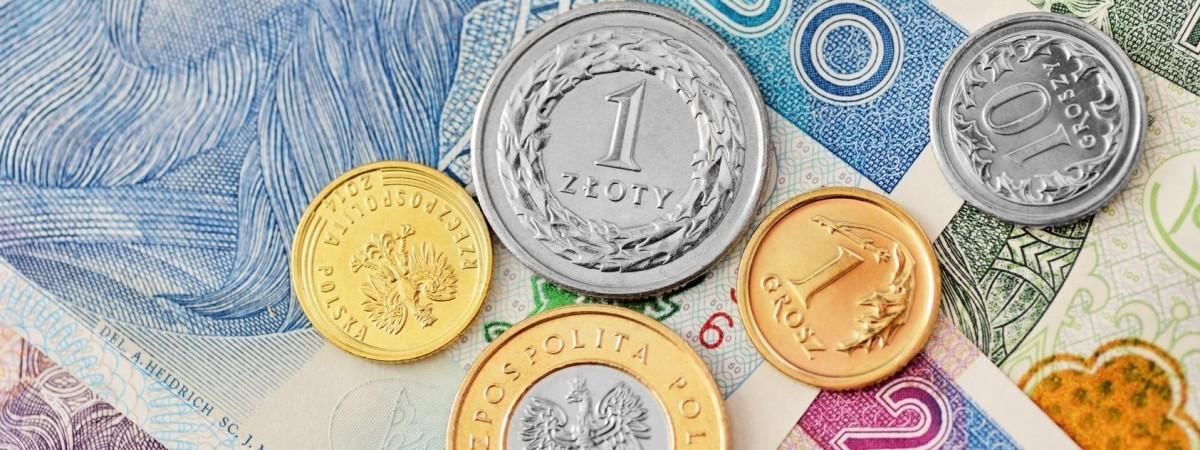 """Українці в Польщі зможуть переказувати гроші додому через """"Приватбанк"""""""