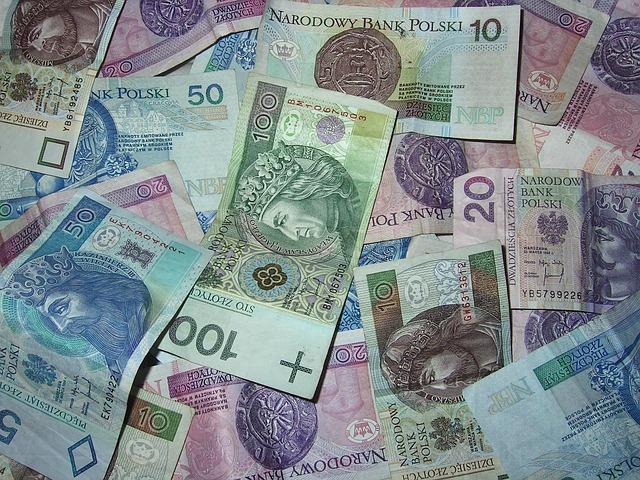 Польща порахувала гроші, які надіслали поляки з-за кордону. І платежі українських працівників