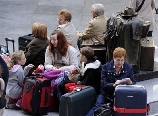 Президент помітив, що все більше українців виїздить на роботу за кордон