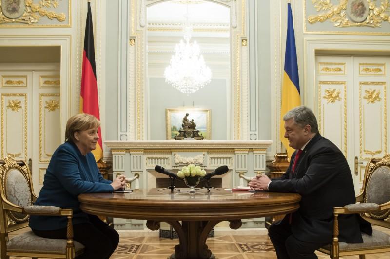 """Меркель: """"вибори"""" в ОРДЛО суперечать мінському процесу"""