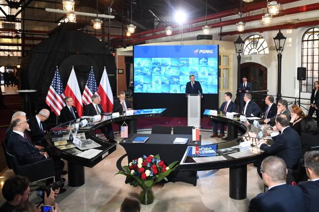 Польща підписала зі США 24-річний контракт на постачання газу