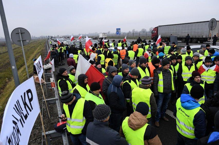Польські фермери заблокували автомагістраль А2 і вимагають зустрічі із прем'єр-міністром
