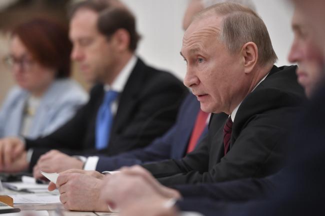 У Кремлі думають над тим, як Путіну залишитися при владі