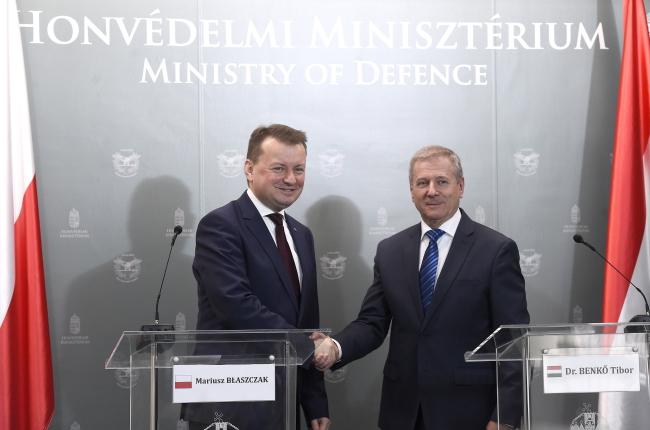 Міністри оборони Польщі та Угорщини обговорили військову співпрацю