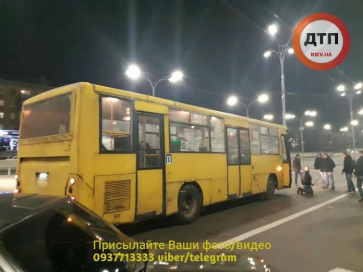 Водитель маршрутки сбил людей на переходе: Кличко обещает комплексную проверку