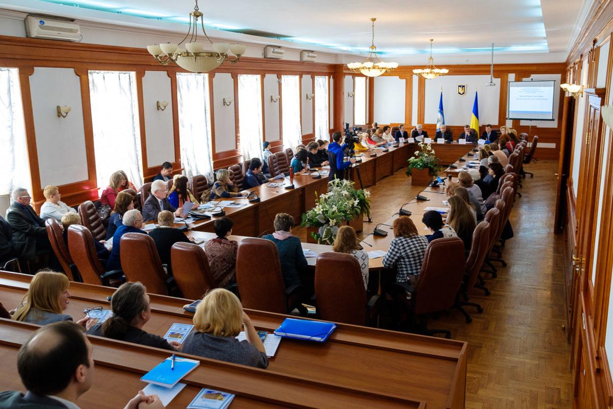 Всеукраїнський круглий стіл «Підготовка педагогів позашкільної освіти: шлях становлення і розвитку»