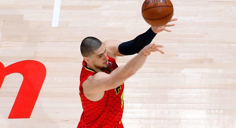 Українець Лень допоміг Атланті перемогти в матчі НБА