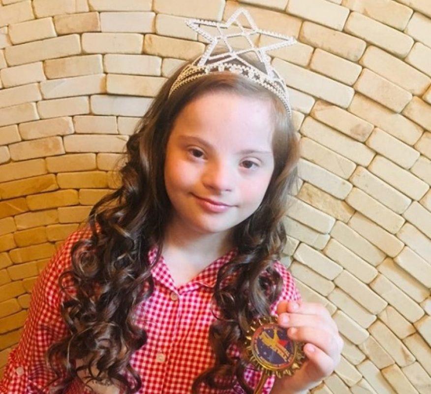 Дівчинка із Вінниці з синдромом Дауна виборола корону на міжнародному конкурсі краси