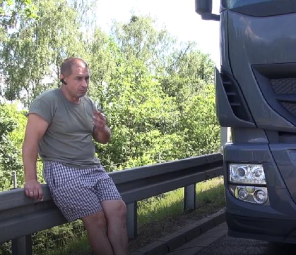Українець, який став свідком дтп в Польщі, ризикуючи життям, врятував кількох людей (відео)
