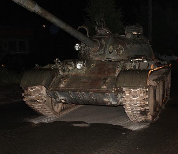 П'яний чоловік виїхав на радянському танку в центрі Польщі (відео)