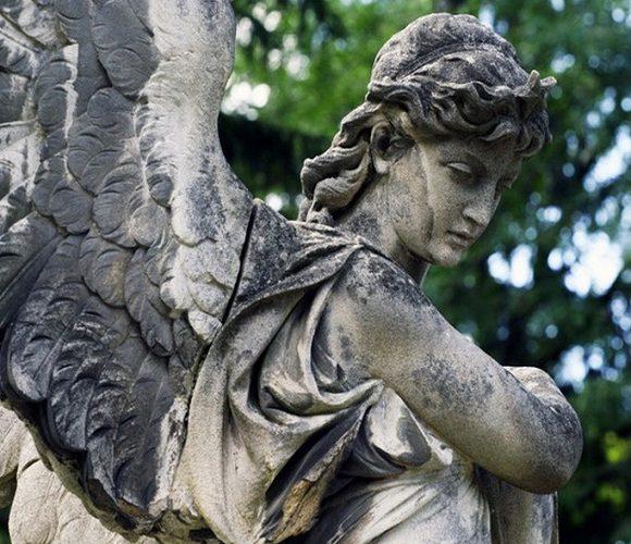 Українці можуть врятувати польські кладовища