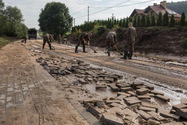 Сили територіальної оборони допомагають після бурі