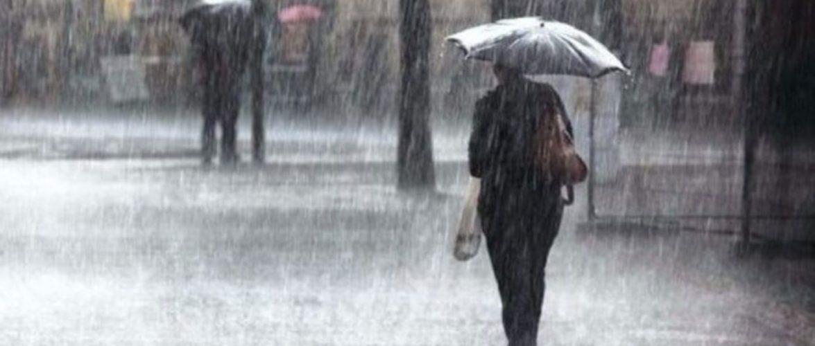 Гвалтовні бурі та сильні дощі над Польщею: затоплені дороги, будівлі і зламані дороги