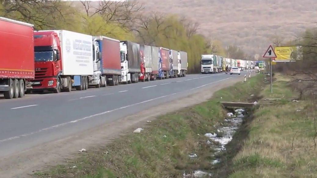 Проблема автоквот: украинский бизнес просит Зеленского повлиять на президента Польши