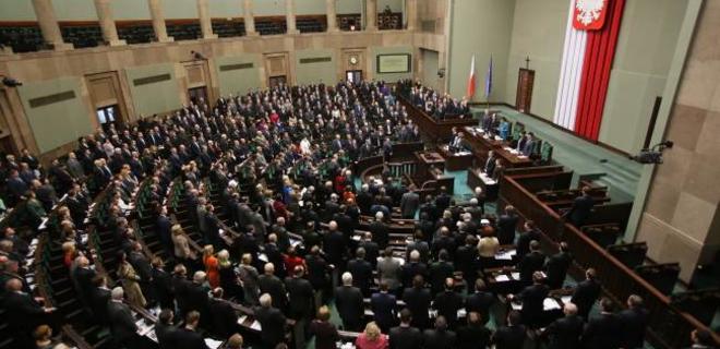 У Польщі зобов'яжуть членів сімей посадовців розкривати інформацію про майно