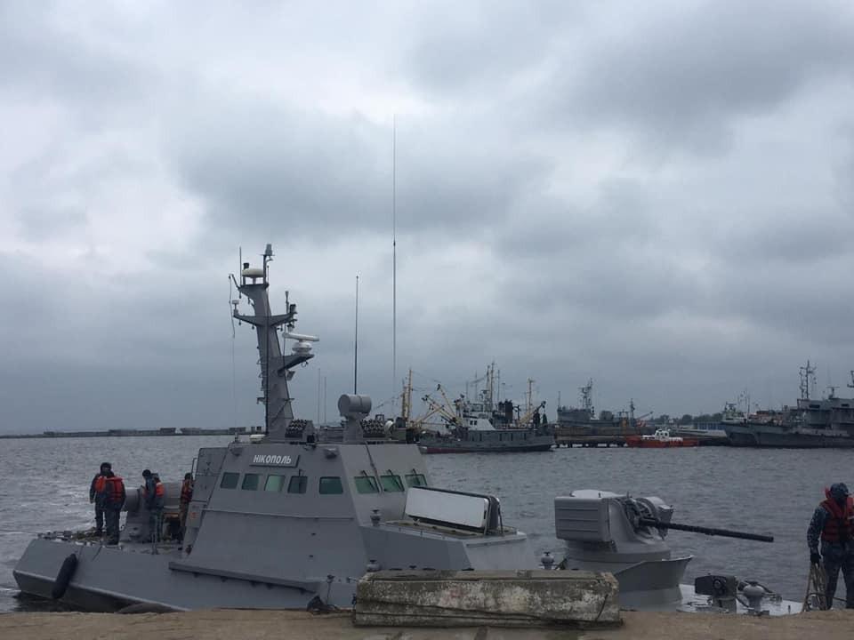Зачем россияне стырили унитазы с украинских кораблей? (видео)