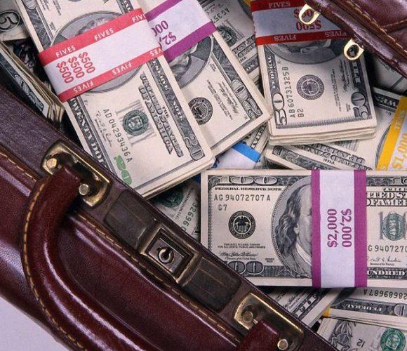 У Нижній Сілезії з вікна автівки пасажир викинув торбу грошима, бо вона йому… заважала
