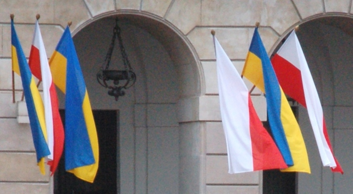 Україна погодилася на пошуки у двох місцях поховання польських солдатів