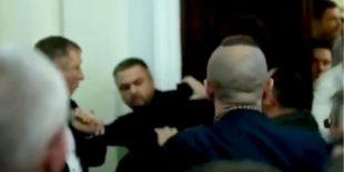 На заседании комитета Рады депутаты из Слуги народа подрались с экс-нардепами от Свободы (видео)