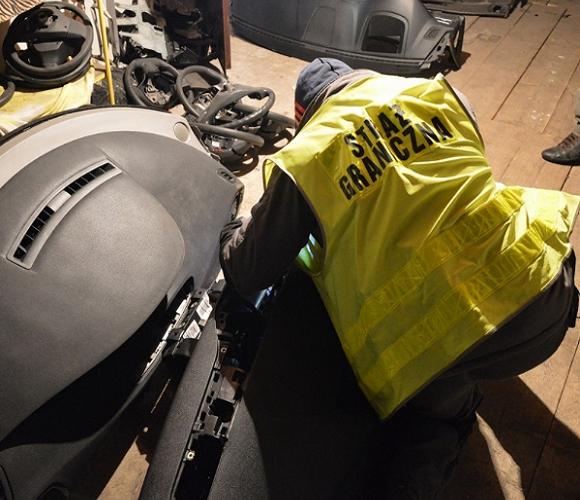 На кордоні затримали українця, який хотів перевезти крадений двигун