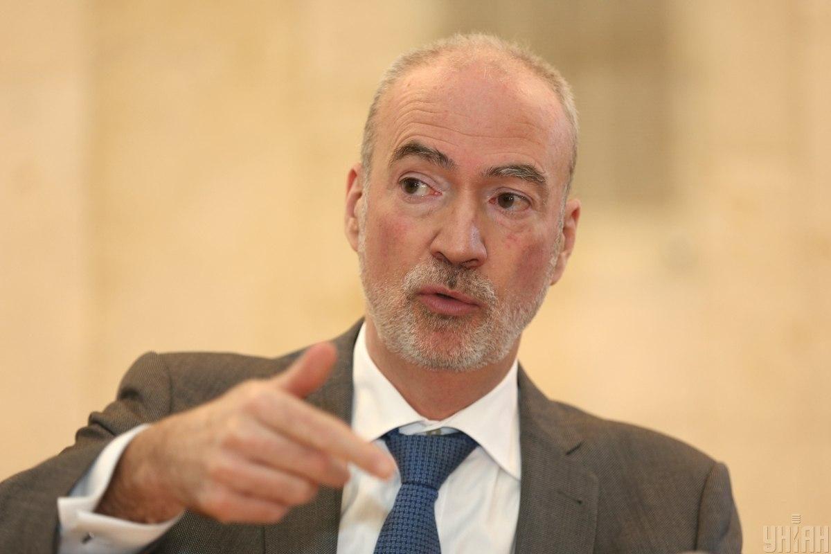 Рынок земли: посол Франции посоветовал Украине избегать концентрации земельных наделов