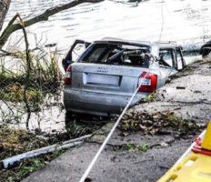 В Польщі авто на швидкості влетіло в став: втонуло 5-ро осіб (фото)]