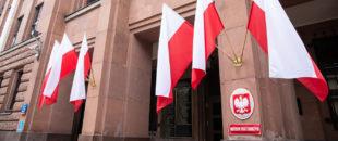 МЗС Польщі засудило знищення української меморіальної дошки на Монастирі