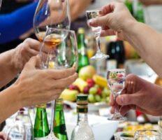 У Польщі заступник мера втратив посаду, бо випив зі студентами алкоголь (відео)