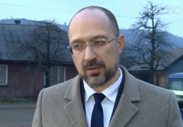 Кабмин запретил гражданам покидать Украину с туристической целью