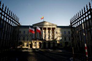 Польща переходить до нового етапу послаблення карантину: дозволені концерти просто неба та масові зібрання
