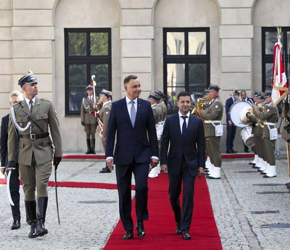 Зеленський привітав Дуду з перемогою на виборах і запросив його в Україну
