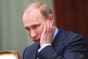 От Владимира Путина начали массово отрекаться