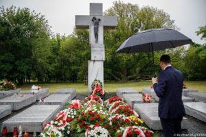 Morawiecki w rocznicę ukraińskiego ludobójstwa na Wołyniu: Nie ma pojednania bez pamięci i prawdy