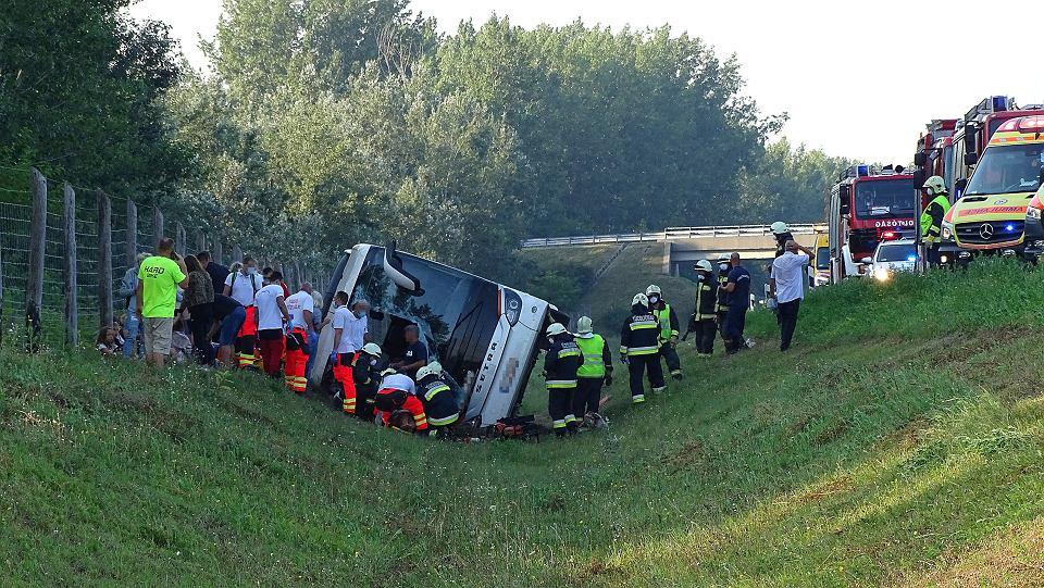 В Венгрии перевернулся автобус с поляками: 1 погибший, 34 пострадавших