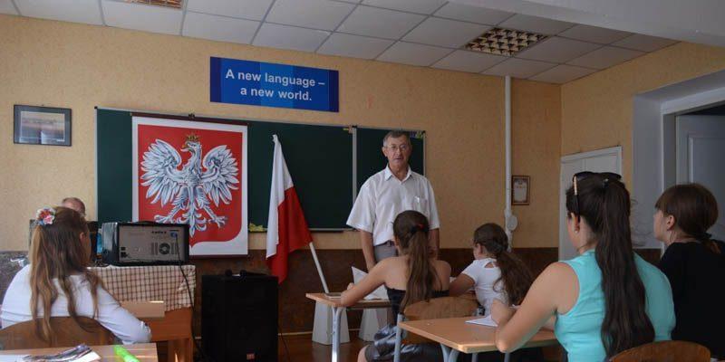 Польша намерена полностью открыть свои школы в сентябре несмотря на всплеск коронавирусной инфекции