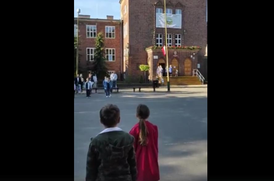 В одній з польських шкіл на святковій лінійці 1 вересня прозвучав Гімн України. Відео