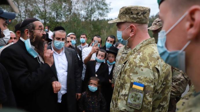Сотні хасидів намагаються потрапити в Україну з Білорусі. На кордон прибув голова ДПСУ