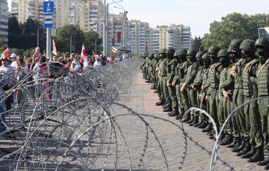 Політолог: Путін підтримує Лукашенку, бо боїться революції в Росії
